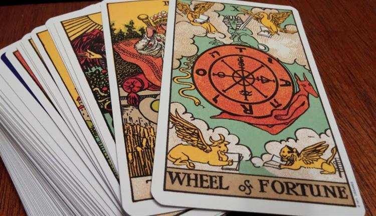 What to Expect During a Love Tarot Reading